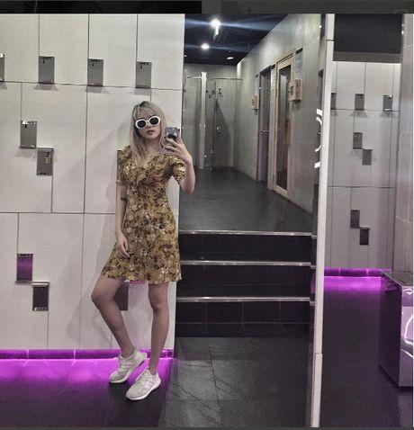 Phong cach thoi trang chang thua kem fashionista nao cua 'ban gai' Son Tung - Anh 16