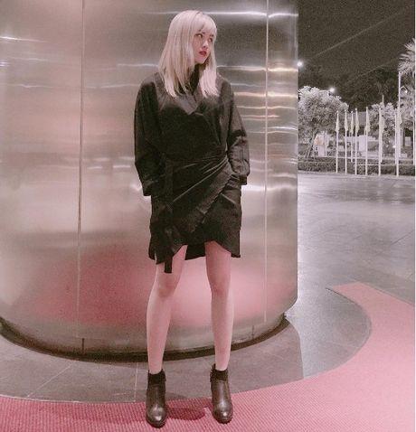 Phong cach thoi trang chang thua kem fashionista nao cua 'ban gai' Son Tung - Anh 17