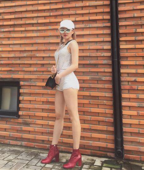 Phong cach thoi trang chang thua kem fashionista nao cua 'ban gai' Son Tung - Anh 9