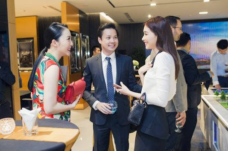 Hoa hau Dang Thu Thao va ban trai dai gia gian tiep thua nhan chuyen tinh cam - Anh 1