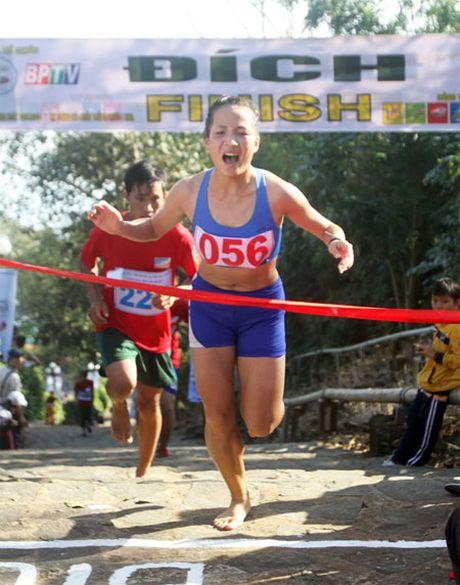 Hoang Thi Thanh xo do ky luc Marathon nu quoc gia - Anh 1