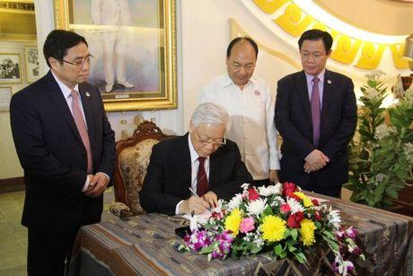 Tong Bi thu Nguyen Phu Trong tham CHDCND Lao - Anh 21