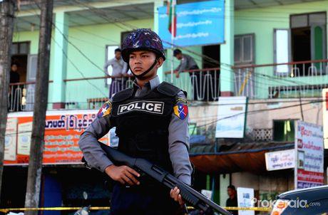 Bom no lien tiep o thanh pho lon nhat Myanmar - Anh 1