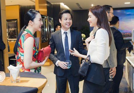 Dang Thu Thao va ban trai dai gia cong khai than mat - Anh 1