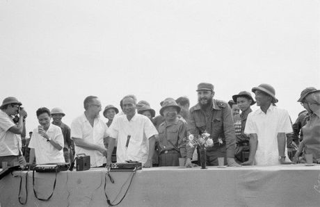 Hinh anh chuyen tham lich su cua Chu tich Cuba Fidel Castro toi Viet Nam ngay trong chien tranh - Anh 2