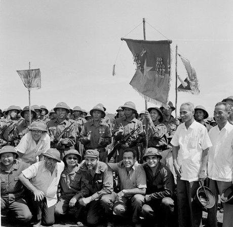 Hinh anh chuyen tham lich su cua Chu tich Cuba Fidel Castro toi Viet Nam ngay trong chien tranh - Anh 3