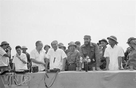 CHUM ANH: Lanh tu Fidel Castro va cau noi 'Vi Viet Nam, Cuba san sang hien dang ca mau cua minh' - Anh 2
