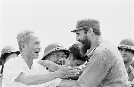 CHUM ANH: Lanh tu Fidel Castro va cau noi 'Vi Viet Nam, Cuba san sang hien dang ca mau cua minh' - Anh 3