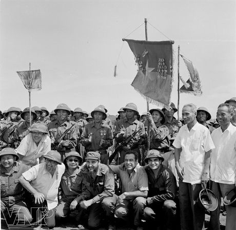 CHUM ANH: Lanh tu Fidel Castro va cau noi 'Vi Viet Nam, Cuba san sang hien dang ca mau cua minh' - Anh 4