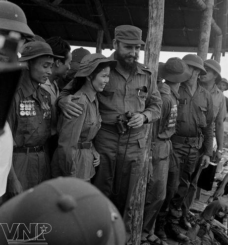CHUM ANH: Lanh tu Fidel Castro va cau noi 'Vi Viet Nam, Cuba san sang hien dang ca mau cua minh' - Anh 5