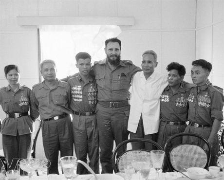 CHUM ANH: Lanh tu Fidel Castro va cau noi 'Vi Viet Nam, Cuba san sang hien dang ca mau cua minh' - Anh 6