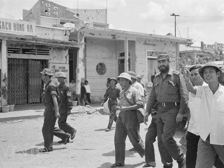 CHUM ANH: Lanh tu Fidel Castro va cau noi 'Vi Viet Nam, Cuba san sang hien dang ca mau cua minh' - Anh 7