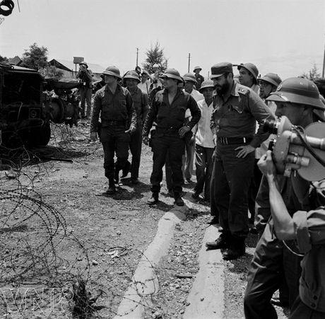 CHUM ANH: Lanh tu Fidel Castro va cau noi 'Vi Viet Nam, Cuba san sang hien dang ca mau cua minh' - Anh 8
