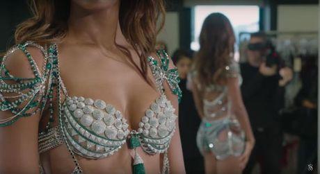 Hinh anh dau tien cua 12 thiet ke noi y dat gia trong show dien Victoria's Secret 2016 - Anh 2