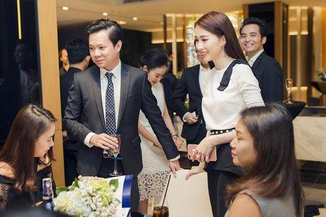 Hoa hau Thu Thao ngay cang ho tro cho su nghiep cua ban trai - Anh 3
