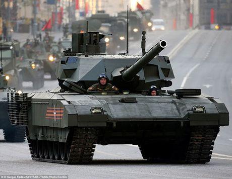 Nga se trang bi may bay trinh sat khong nguoi lai cho tang Armata - Anh 1