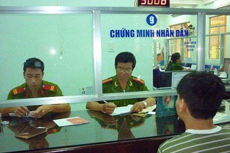 TPHCM: Cong an den tan nha xin loi va cap doi mien phi CMT nhan dan - Anh 1