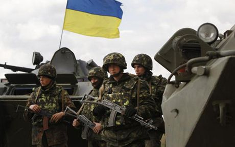 Nga phan doi Ukraine tap tran phong khong tren khu vuc ban dao Crimea - Anh 1