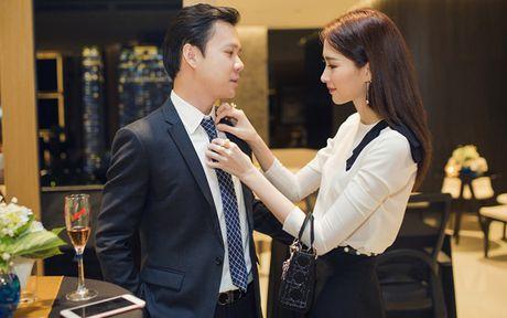 Hoa hau Dang Thu Thao an can lo lang cho ban trai tai su kien - Anh 2