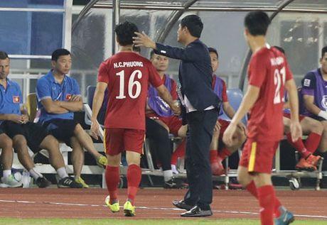 HLV Huu Thang lap ky luc chua tung co tai AFF Cup - Anh 1