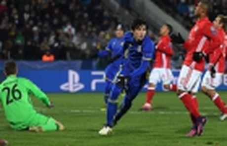 Ronaldo lap cu dup, Real 'nhoc nhan' giu lai 3 diem tren Bernabeu - Anh 10
