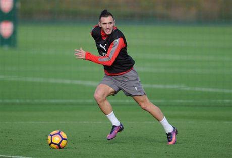 Arsenal ron rang chuan bi 'tiec mung' ngay tai ngo Wilshere - Anh 10