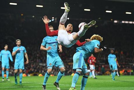 Scholes: Ibrahimovic khong the la tien dao chu luc cua M.U - Anh 1