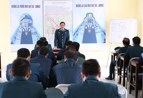 Tiem kich Su-30MK2 chinh thuc thay the MiG-21 tai Trung doan 927 - Anh 10