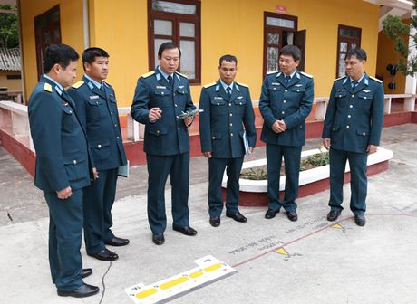 Tiem kich Su-30MK2 chinh thuc thay the MiG-21 tai Trung doan 927 - Anh 1