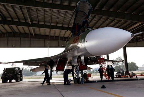 Tiem kich Su-30MK2 chinh thuc thay the MiG-21 tai Trung doan 927 - Anh 4