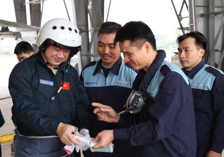 Tiem kich Su-30MK2 chinh thuc thay the MiG-21 tai Trung doan 927 - Anh 6