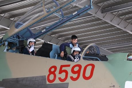 Tiem kich Su-30MK2 chinh thuc thay the MiG-21 tai Trung doan 927 - Anh 7