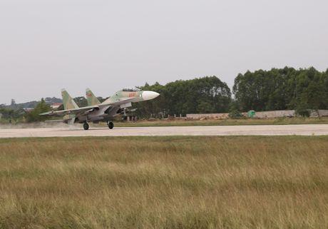 Tiem kich Su-30MK2 chinh thuc thay the MiG-21 tai Trung doan 927 - Anh 9