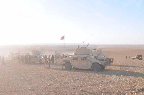 Muc kich tang, phao Quan doi Iraq xa mua dan vao Mosul - Anh 11