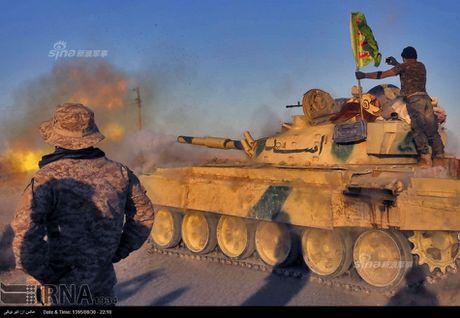 Muc kich tang, phao Quan doi Iraq xa mua dan vao Mosul - Anh 1