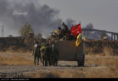 Muc kich tang, phao Quan doi Iraq xa mua dan vao Mosul - Anh 7