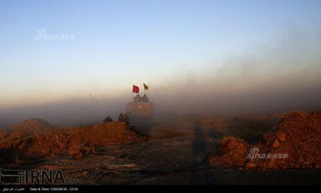 Muc kich tang, phao Quan doi Iraq xa mua dan vao Mosul - Anh 8