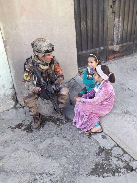 Muc kich tang, phao Quan doi Iraq xa mua dan vao Mosul - Anh 9