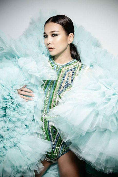 Thanh Hang khoac ao voan hang chuc kg, khoe chan ngoc nga 1m12 - Anh 2