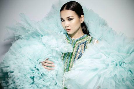 Thanh Hang khoac ao voan hang chuc kg, khoe chan ngoc nga 1m12 - Anh 3