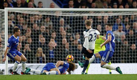 Ket thuc chuoi tran bat bai cua Tottenham, Chelsea giu vung ngoi dau Premier League - Anh 2