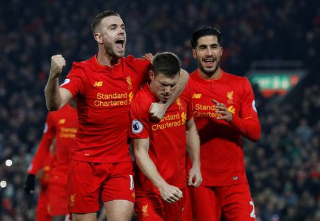 Coutinho chan thuong, Liverpool thang chat vat - Anh 1