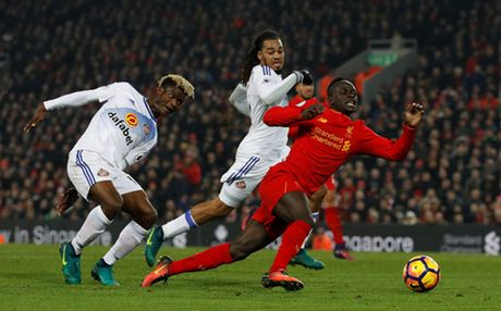 Coutinho chan thuong, Liverpool thang chat vat - Anh 4