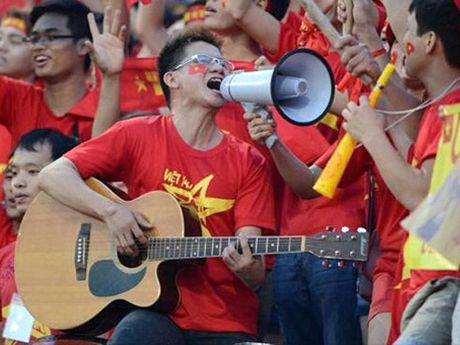 Ca nhac si Cap Anh Tai: 'Cho tuyen Viet Nam 'bung lua' de ra ca khuc moi' - Anh 1