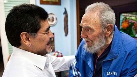 Huyen thoai bong da Maradona vinh biet an nhan Fidel Castro - Anh 1
