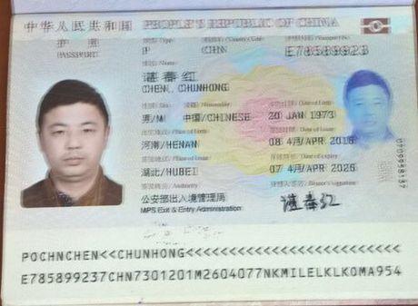 Khach Trung Quoc lai an cap tien tren may bay - Anh 1