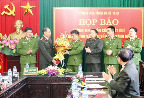 Khoet day can de giau 300 banh heroin tuon vao Viet Nam - Anh 2