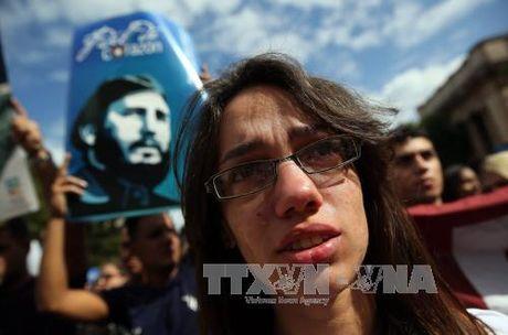 Sinh vien Cuba tuan hanh tuong niem Lanh tu Fidel Castro - Anh 2