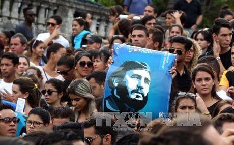 Sinh vien Cuba tuan hanh tuong niem Lanh tu Fidel Castro - Anh 4