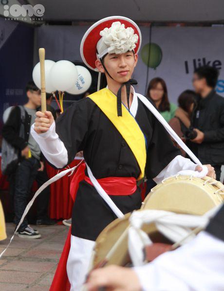 Gioi tre Ha Noi mac hanbok, thu do an duong pho Han Quoc - Anh 3